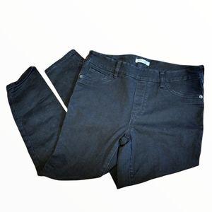 Black Denim Pull On Capris / Jeggings